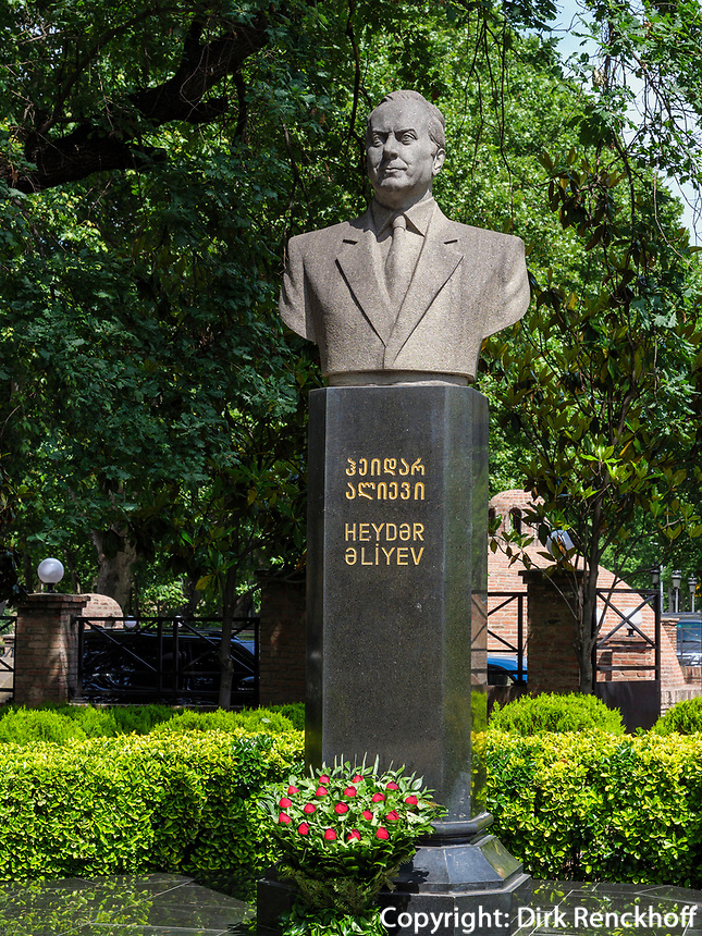 Denkmal  im Haydar Aliyev Park im Bäderviertel, Tiflis – Tbilissi, Georgien, Europa