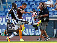 Calcio, Serie A: Roma vs Udinese. Roma, stadio Olimpico, 20 agosto 2016.<br /> Roma's Kevin Strootman, second from left, is challenged by Udinese's Emmanuel Badu during the Italian Serie A football match between Roma and Udinese at Rome's Olympic Stadium, 20 August 2016. Roma won 4-0.<br /> UPDATE IMAGES PRESS/Riccardo De Luca