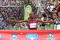 BOGOTA -COLOMBIA, 28-SEPTIEMBRE-2014. La Etiope Belaynesh Oljira gano la Carrera de la Mujer  en la cual  participaron unas 18.000 mujeres. / The Ethiopian Belaynesh Oljira won the women's race in which some 18,000 women participated.<br /> .Photo / VizzorImage / Felipe Caicedo / Staff