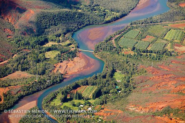 """Agriculture le long de la rivière des Pirogues, lieu dit """"La Forestière"""" à Plum, commune du Mont-Dore, Nouvelle-Calédonie"""
