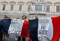 20130911 ROMA-CRONACA: CRISI SIRIANA, I NO-WAR MANIFESTANO DAVANTI ALL'AMBASCIATA FRANCESE