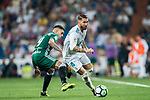 Sergio Ramos (r) of Real Madrid competes for the ball with Arnaldo Antonio Sanabria Ayala of Real Betis during the La Liga 2017-18 match between Real Madrid and Real Betis at Estadio Santiago Bernabeu on 20 September 2017 in Madrid, Spain. Photo by Diego Gonzalez / Power Sport Images