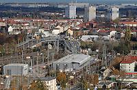 Stadtansichten 2009 - Blick vom Wintergartenhochhaus - Rackwitzer Straße / B2 - ICE Werkstatt - . Foto: Norman Rembarz..Norman Rembarz , ( ASV-Autorennummer 41043728 ), Holbeinstr. 14, 04229 Leipzig, Tel.: 01794887569, Hypovereinsbank: BLZ: 86020086, KN: 357889472, St.Nr.: 231/261/06432 - Jegliche kommerzielle Nutzung ist honorar- und mehrwertsteuerpflichtig! Persönlichkeitsrechte sind zu wahren. Es wird keine Haftung übernommen bei Verletzung von Rechten Dritter. Autoren-Nennung gem. §13 UrhGes. wird verlangt. Weitergabe an Dritte nur nach  vorheriger Absprache..