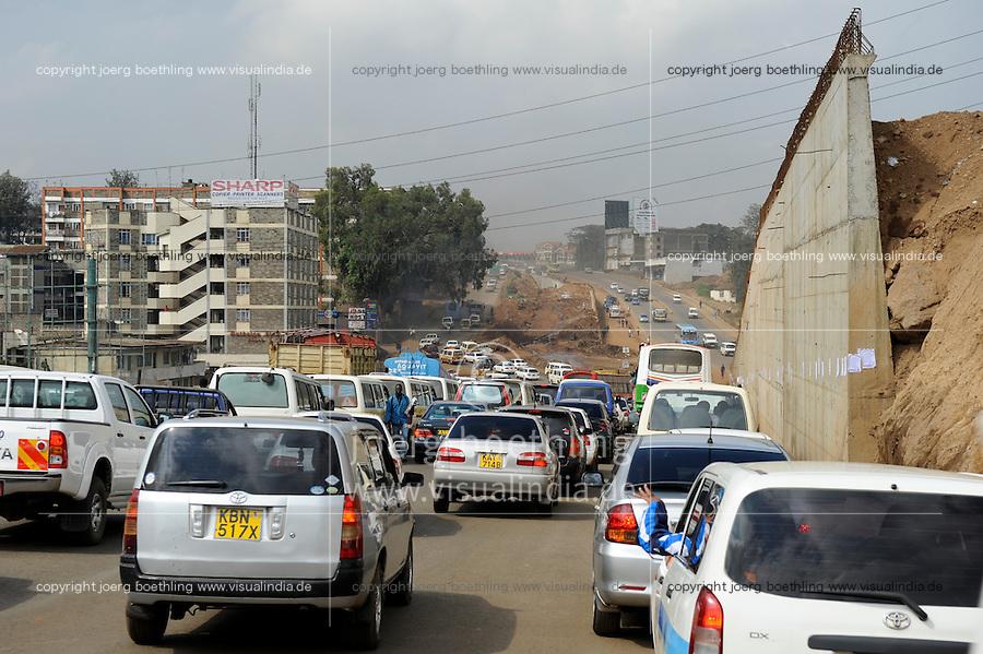 KENYA Nairobi, road construction by chines company, rush hour, traffic jam  / KENIA Nairobi, Strassenbau durch chinesische Baufirma und Verkehrschaos