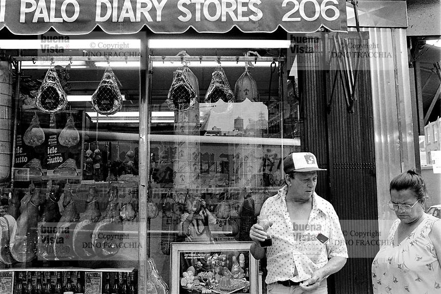 - New York, italian food store in Little Italy district....- New York, negozio di generi alimentari italiani nel quartiere di Little Italy....