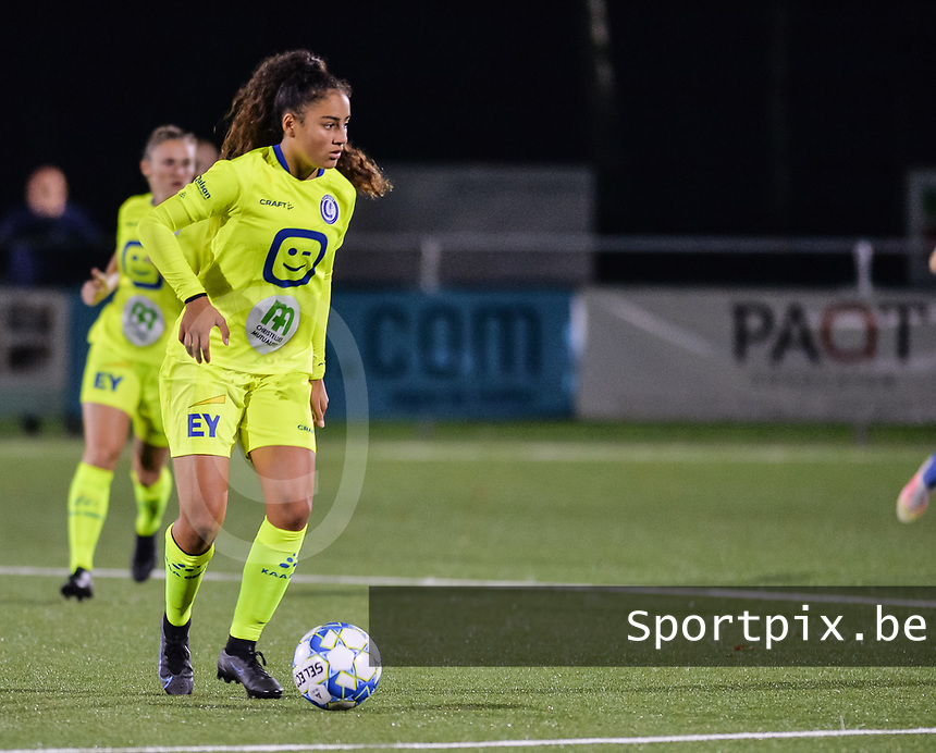Nia Elyn (24) of AA Gent pictured during a female soccer game between  Racing Genk Ladies and AA Gent Ladies ,  on the 6 th  matchday of the 2021-2022 season of the Belgian Scooore Womens Super League , friday 8 october 2021  in Genk , Belgium . PHOTO SPORTPIX | JILL DELSAUX