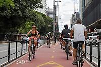 04/04/2021 - MOVIMENTO DE PESSOAS EM SÃO PAULO