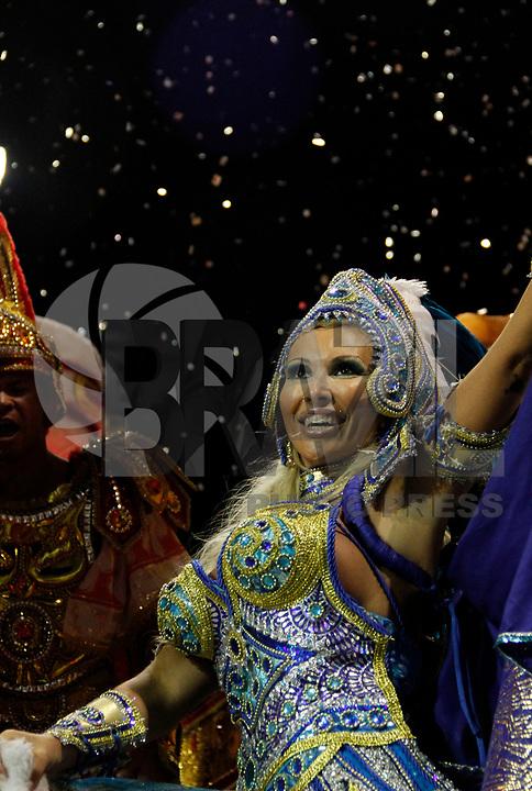 SÃO PAULO, SP, 05 DE MARÇO DE 2011 - CARNAVAL 2011 / ÁGUIA DE OURO - Sabrina Boig Boig durante desfile da Águia de Ouro, após o segundo dia dos desfiles as escolas do Grupo Especial de São Paulo, no Sambódromo do Anhembi, zona norte da capital paulista, na noite deste sábado (05). (FOTO: VANESSA CARVALHO/ NEWS FREE)