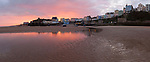Grossbritannien, England, Pembrokeshire, Tenby: Sonnenaufgang ueber Tenby, bei Ebbe am North Beach | Great Britain, England, Pembrokeshire, Tenby: Sunrise over Tenby from the North Beach at low tide