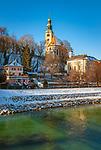 Oesterreich, Salzburger Land, Winter in Salzburg: Blick ueber die Salzach zur Muellner Pfarrkirche | Austria, Salzburger Land, Winter in Salzburg: view across river Salzach towards Muellner Parish Church