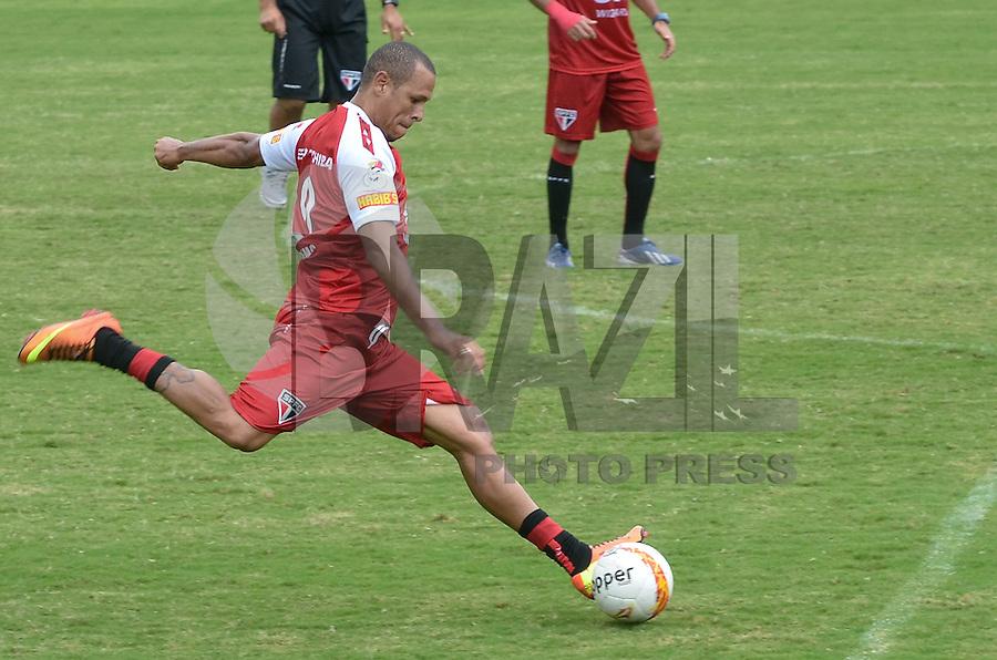 SAO PAULO, 22 DE MARCO DE 2013 - TREINO SAO PAULO - O jogador Luis Fabiano durante treino do São Paulo, no CT da Barra Funda, região oeste da capital, na manhã desta sexta feira, 22. (FOTO: ALEXANDRE MOREIRA / BRAZIL PHOTO PRESS)