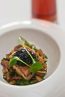 Europe/France/Rhône-Alpes/74/Haute-Savoie/Saint-Gervais-les-Bains:Foie gras en casse-croûte de caviar de châtaigne recette de Raphaël Le Mancq du restaurant: Le Sérac,