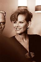 Claudia Cardinale, all'anagrafe Claude Joséphine Rose Cardinale, è un'attrice italiana con cittadinanza tunisina. Pasquale squitieri, é stato un regista, politico italiano,marito di Claudia. Milano, Terrazza Martini 4 novembre 1986. Photo by Leonardo Cendamo/Gettyimages