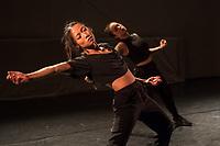 """Generalprobe der Auffuehrung """"Sieben"""" der Tanzschule """"Die Etage"""". Sieben Absolvent*innen der Tanzschule fuehren ihre Abschlussstuecke auf, ergaenzt durch weitere Choreographien zum Thema """"Die sieben Todsuenden"""".<br /> Im Bild: Die Choreographie """"Unveiled Waters"""" der Absolventin Jeanne Binet. Taenzerinnen: Jeanne Binet, Ly Nguyen.<br /> 9.9.2020, Berlin<br /> Copyright: Christian-Ditsch.de"""