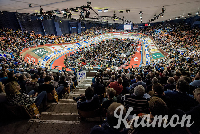 6 nights in a row a full house in the famous 'Kuipke' velodrome<br /> <br /> 2016 Gent 6<br /> day 2
