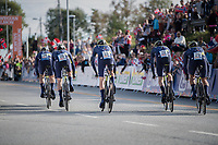 Team orica-Scott accelerating out of the start box<br /> <br /> Men's Team Time Trial<br /> <br /> UCI 2017 Road World Championships - Bergen/Norway