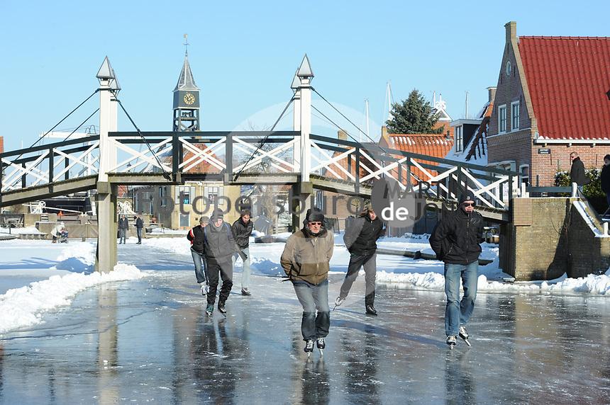SCHAATSEN: HINDELOOPEN: 06-02-2012, Elfstedenroute, ©foto Martin de Jong