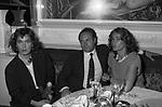 CARLO VERDONE CON LA MOGLIE GIANNA SCARPELLI E FLORINDA BOLKAN<br /> VELENO CLUB ROMA 1984