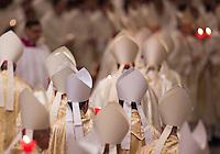 Vescovi e cardinali partecipano alla veglia pasquale celebrata da Papa Francesco nella Basilica di San Pietro, Citta' del Vaticano, 26 marzo 2016.<br /> Bishops and prelates attend the Easter vigil celebrated by Pope Francis in St. Peter's Basilica at the Vatican, 26 March 2016.<br /> UPDATE IMAGES PRESS/Riccardo De Luca<br /> <br /> STRICTLY ONLY FOR EDITORIAL USE