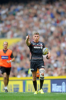 Owen Farrell of Saracens indicates to the posts after David Strettle of Saracens  scores the winning try during the Premiership Rugby Round 1 match between Saracens and Wasps at Twickenham Stadium on Saturday 6th September 2014 (Photo by Rob Munro)