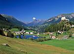 Schweiz, Graubuenden, Unterengadin, Tarasp Fontana mit Schloss Tarasp   Switzerland, Graubuenden, Lower Engadin, Tarasp Fontana with Castle Tarasp