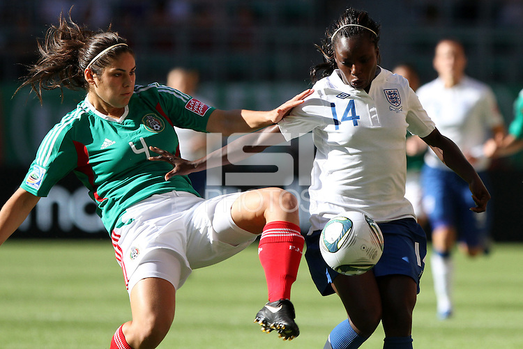 Wolfsburg , 270611 , FIFA / Frauen Weltmeisterschaft 2011 / Womens Worldcup 2011 , Gruppe B  ,  .England - Mexico .Eniola Aluko (England) gegen Alina Garciamendez (Mexico) .Foto:Karina Hessland .