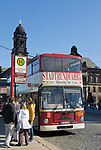 Deutschland, Freistaat Sachsen, Dresden: Bus, Stadtrundfahrt, Haltestelle | Germany, the Free State of Saxony, Dresden: sightseeing tour, city tours, bus stop