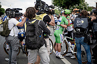 Lots of joyous emotions at Team Deceuninck-Quickstep as Mark Cavendish (GBR/Deceuninck - Quick Step) wins his 2nd stage in this Tour.<br /> World Champion Julian Alaphilippe (FRA/Deceuninck - QuickStep) getting a big hug.<br /> <br />  Stage 6 from Tours to Châteauroux (160km)<br /> 108th Tour de France 2021 (2.UWT)<br /> <br /> ©kramon