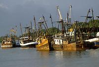 - fishing boats moored in the mouth of Rio Escondido river, near Bluefields town on the Atlantic coast....- pescherecci ormeggiati alla foce del fiume Rio Escondido, presso la città di Bluefields sulla costa atlantica