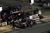 #18: Noah Gragson, Kyle Busch Motorsports, Toyota Tundra Safelite AutoGlass, pit stop