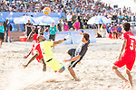 Goalkeeper SHOWAN Haitham Harib of Oman competes for the ball with AKAGUMA Takuya of Japan during the Beach Soccer Men's Team Gold Medal Match between Japan and Oman on Day Nine of the 5th Asian Beach Games 2016 at Bien Dong Park on 02 October 2016, in Danang, Vietnam. Photo by Marcio Machado / Power Sport Images