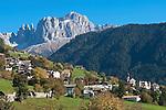 Italy, South Tyrol, Alto Adige, Dolomites, Tires with Catinaccio and Torri del Vajolet mountains   Italien, Suedtirol, Dolomiten, Tiers mit Rosengarten und Vajolettuerme