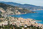 Frankreich, Provence-Alpes-Côte d'Azur, Menton: Blick ueber Menton und weiter zur Ligurischen Kueste | France, Provence-Alpes-Côte d'Azur, Menton: view across Menton towards the Ligurian Coast