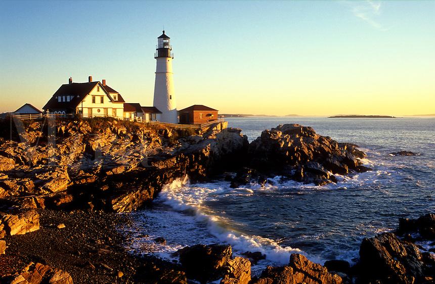 USA, Maine, Cape Elizabeth, Portland Head Lighthouse at sunrise