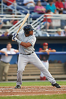 Staten Island Yankees center fielder Timmy Robinson (28) at bat during a game against the Batavia Muckdogs on August 27, 2016 at Dwyer Stadium in Batavia, New York.  Staten Island defeated Batavia 13-10 in eleven innings.  (Mike Janes/Four Seam Images)