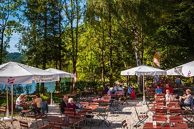 Oesterreich, Oberoesterreich, Salzkammergut: der Vordere Langbathsee -  beliebter Badesee und Ausflugsziel   Austria, Upper Austria, Salzkammergut: Vorderer Langbathsee - popular swimming lake and place of excursions
