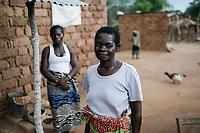 ZAMBIA, Sinazese, village Nkandabbwe, chinese Collum coal mine, villager were displaced and resettled, have lost their farms / SAMBIA, Dorfbewohner mußten der chinesischen Collum Kohlemine weichen und wurden umgesiedelt, Rose Chulou