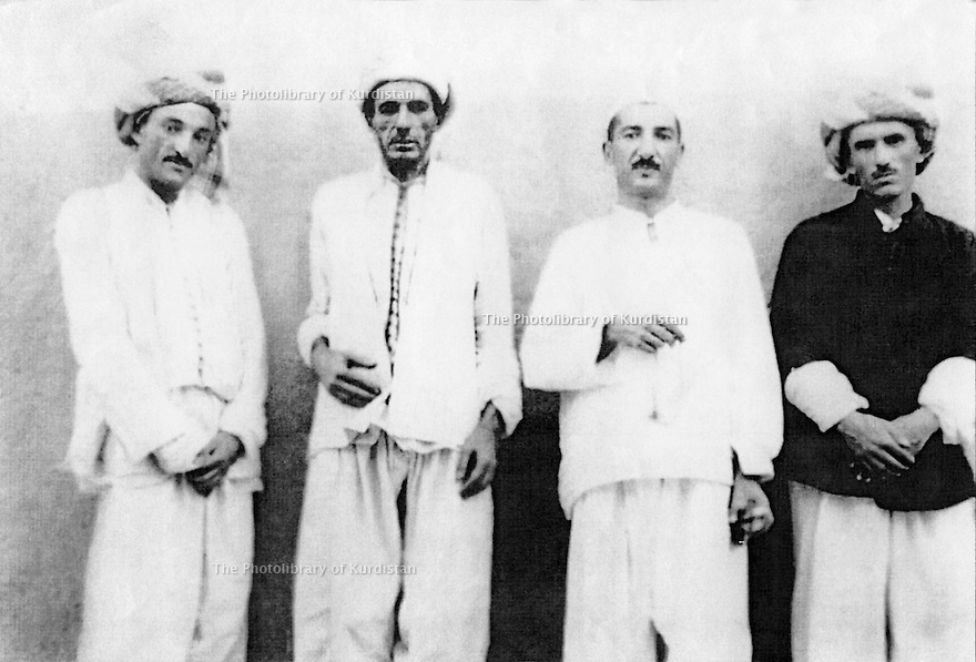 Irak 1950?.Bagdad: De droite a gauche, Ois Mah, Sheikh Mohamed Khaled, Sheikh Ahmed et Sheikh Osman in jail.Iraq 1950?.Baghdad: From right to left, Ois Mah, Sheikh Mohamed Khaled, Sheikh Ahmed et Sheikh Osman