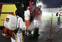 IBAGUE -COLOMBIA, 26-09-2020:Protocolos de Bioseguridad. Deportes Tolima  y América de Cali en partido por la fecha 10 de la Liga BetPlay DIMAYOR I 2020 jugado en el estadio Manuel MurilloToro de la ciudad de Ibague. /Biosafety protocols.Deportes Tolima and America de Cali  in match for the date 10 BetPlay DIMAYOR League I 2020 played at Manuel Murillo Toro stadium in Ibague city: VizzorImage/  Felipe Cacedo / Staff