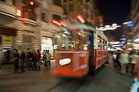 Europe/Turquie/Istanbul : Tramway dans le  Quartier Istiklal caddesi