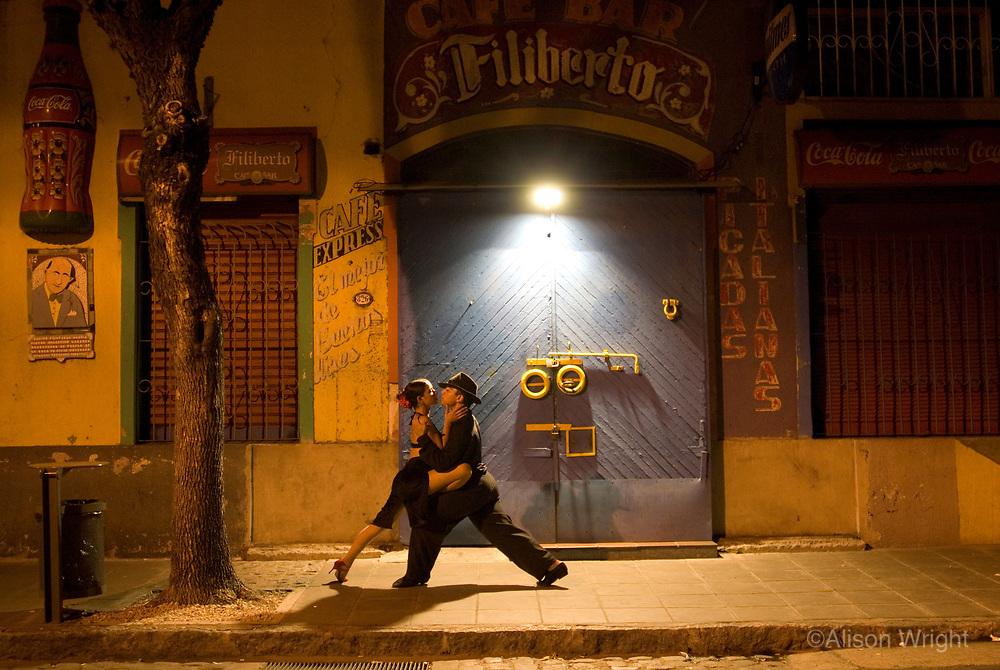 Jessica & Cristian, couple dancing tango in La Boca.