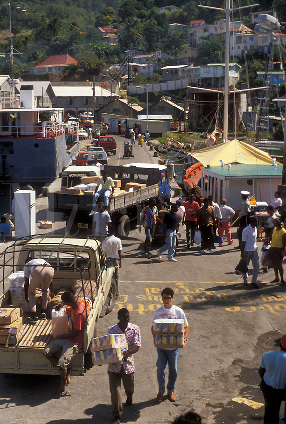 AJ2508, St. Vincent, Caribbean, Kingstown, Caribbean Islands, People unloading goods from boats on a busy dock in Kingstown on the island of Saint Vincent (a British Commonwealth member).
