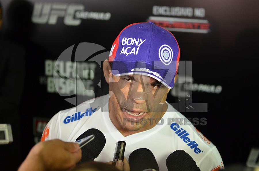 SAO PAULO, SP, 16 DE JANEIRO DE 2013.- VITOR BELFORT TREINO UFC- O lutador Vitor Belfort durante coletiva de imprensa no treino do UFC que aconteceu na manha desta quarta feira, 16, no vale do Anhangabau, regiao central da capital.  (FOTO: ALEXANDRE MOREIRA / BRAZIL PHOTO PRESS).