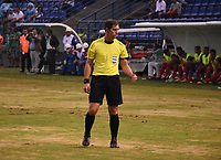 MONTERIA - COLOMBIA, 10-04-2018: Fernando Echenique referee central  de Argentina durante elpartido entre Jaguares de Córdoba  de Colombia y  el Boston River de Uruguay   en partido por la Copa Conmebol  Sudamericana llave 16 , jugado en el estadio Municipal  Jaraguay de Monteria. / Central referee Fernando Echenique of Argentina during match between Jaguares of Cordoba  of Colombia and Boston River of Uruguay  in match for Conmebol Sudamericana Cup , key 16,played in the  Municipal de Monteria Stadium. Photo: VizzorImage / Andrés Felipe López Vargas / Contribuidor