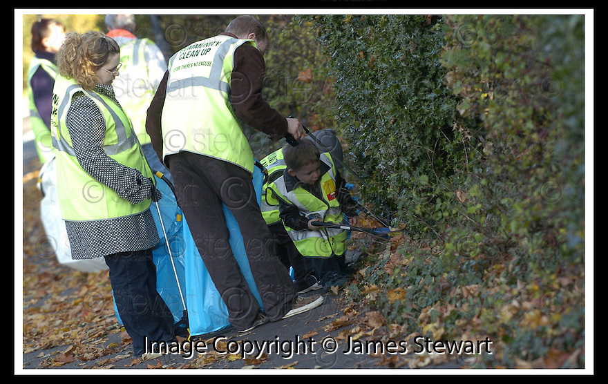 22/10/2007       Copyright Pic: James Stewart.File Name : 16_Larbert_Litter.MEMBERS OF THE PUBLIC GET TOGETHER ON THE STREETS AROUND LARBERT TO COLLECT LITTER.James Stewart Photo Agency 19 Carronlea Drive, Falkirk. FK2 8DN      Vat Reg No. 607 6932 25.Office     : +44 (0)1324 570906     .Mobile   : +44 (0)7721 416997.Fax         : +44 (0)1324 570906.E-mail  :  jim@jspa.co.uk.If you require further information then contact Jim Stewart on any of the numbers above........