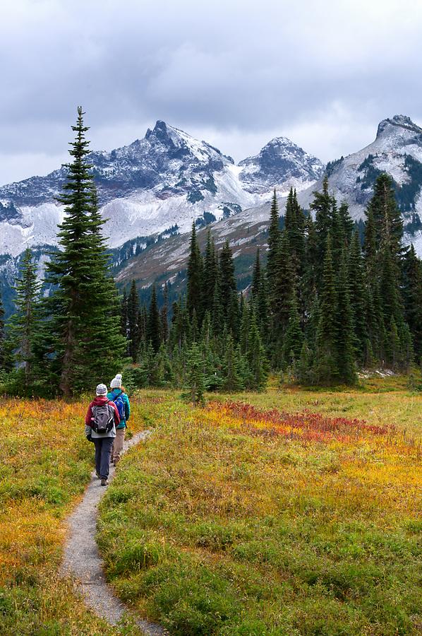 Mother and child hiking on the Lakes Trail in autumn, Mazama Ridge, Mount Rainier National Park, Washington State, USA