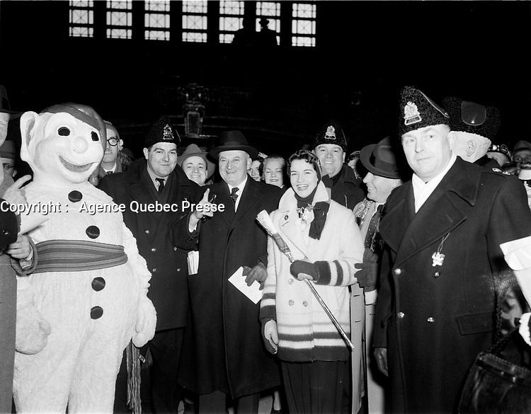 Maurice Duplessis<br />  durant le<br /> Carnaval de Quebec<br />  fev 1955<br /> <br /> PHOTO : Agence Quebec Presse
