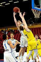 11-05-2021: Basketbal: Donar Groningen v Den Helder Suns: Groningen,  Donar speler Henry Caruso met Den Helder speler Ben Kovac