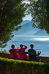 Italy, Lombardia, Lake Como, Varenna: at botanical garden of Villa Monastero - having a break | Italien, Lombardei, Comer See, Varenna: im Botanischen Garten der Villa Monastero - verdiente Ruhepause nach der Besichtigung