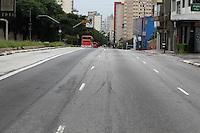 FOTO EMBARGADA PARA VEICULOS INTERNACIONAIS. SÃO PAULO, SP, 30/12/2012, RUAS VAZIAS. Com o feriado prolongado do Reveillon, as ruas em São Paulo estão praticamente vazias nesse Domingo. Na foto a Rua da Consolação. (30) Luiz Guarnieri/ Brazil Photo Press